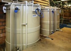 Akumulační nádrže použitých chemikálií.